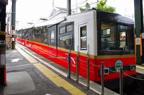 7/30 新しいケーブルカーと新しい早雲山駅を。_e0094492_19255374.jpg