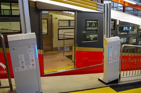 7/30 新しいケーブルカーと新しい早雲山駅を。_e0094492_19284078.jpg