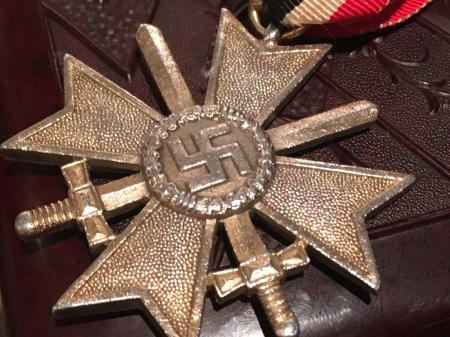 ナチスドイツ 二級剣付戦功十字章。_a0154482_21093526.jpg