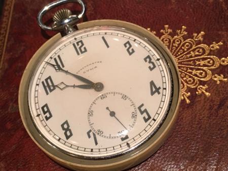 戦前提時計・CYMA製。_a0154482_22083390.jpg