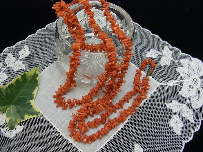 珊瑚のロング・ネックレス_d0127182_14134640.jpg