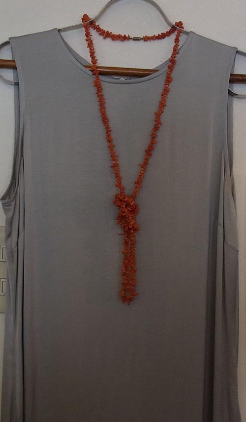 珊瑚のロング・ネックレス_d0127182_14140343.jpg