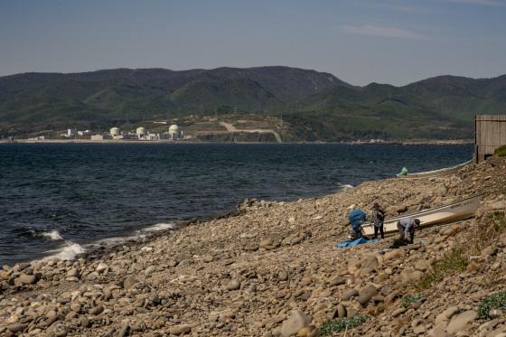 北海道積丹半島「泊原子力発電所が見える浜辺」_a0096313_16243073.jpg