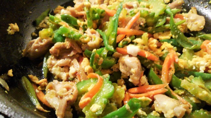 ■昼ご飯の簡単5分おかず【鶏肉入り ゴーヤチャンプルーあき流で^^】_b0033423_19305046.jpg