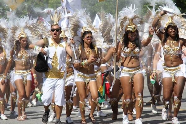 今年のカリビアンパレードは バーチャル フェスティバル。_f0293042_10521026.jpg