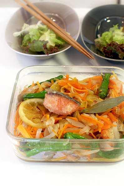 鮭の南蛮漬けと根菜炊き込み_e0137277_20352031.jpg