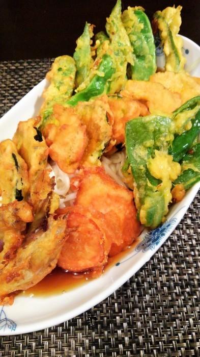 ■昼麺【ぶっかけ野菜天婦羅うどん】 衣にキューちゃんのタレで味付けを。_b0033423_23520391.jpg