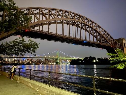 橋を背景にマンハッタンビュー_c0408587_04311394.jpg