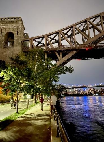 橋を背景にマンハッタンビュー_c0408587_04312949.jpg