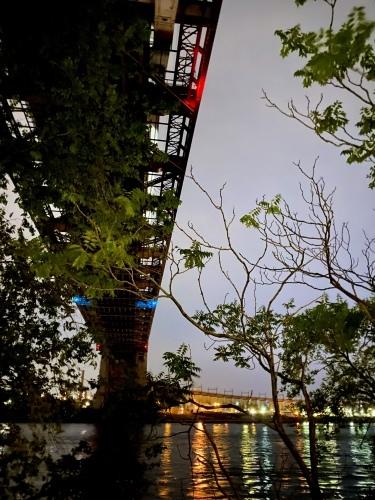 橋を背景にマンハッタンビュー_c0408587_04314665.jpg