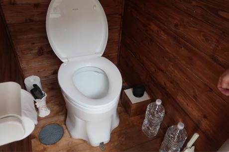 自己完結型トイレ!_a0077071_17272313.jpg