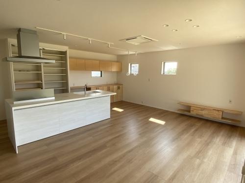 「屋根続きで玄関と外収納・スタイリッシュで機能的な家」@内灘_b0112351_18115209.jpeg