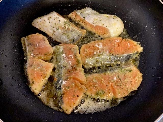 今日のお弁当(鮭のムニエル バジルソース)_d0327373_08555966.jpeg