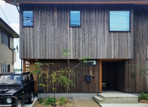高台に建つ木の家_a0059217_09282080.jpg