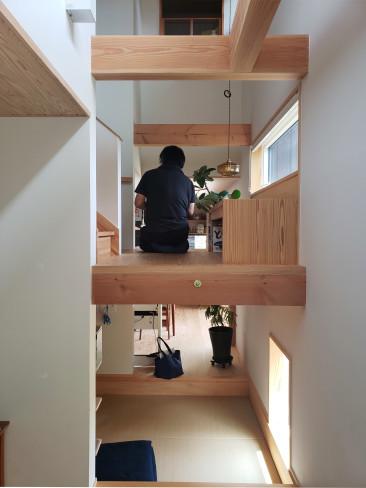 高台に建つ木の家_a0059217_09282455.jpg