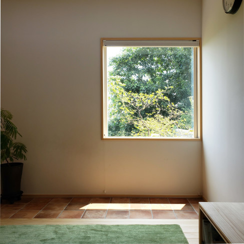 高台に建つ木の家_a0059217_09282825.jpg