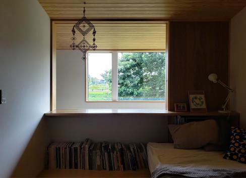 高台に建つ木の家_a0059217_09283295.jpg