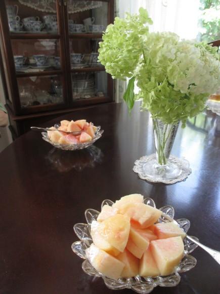 お盆のお参りの日&桃が届いた_a0279743_09392947.jpg
