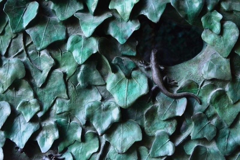 ガウディのブロンズ~ヤモリと昆虫たち_c0067690_04552047.jpg