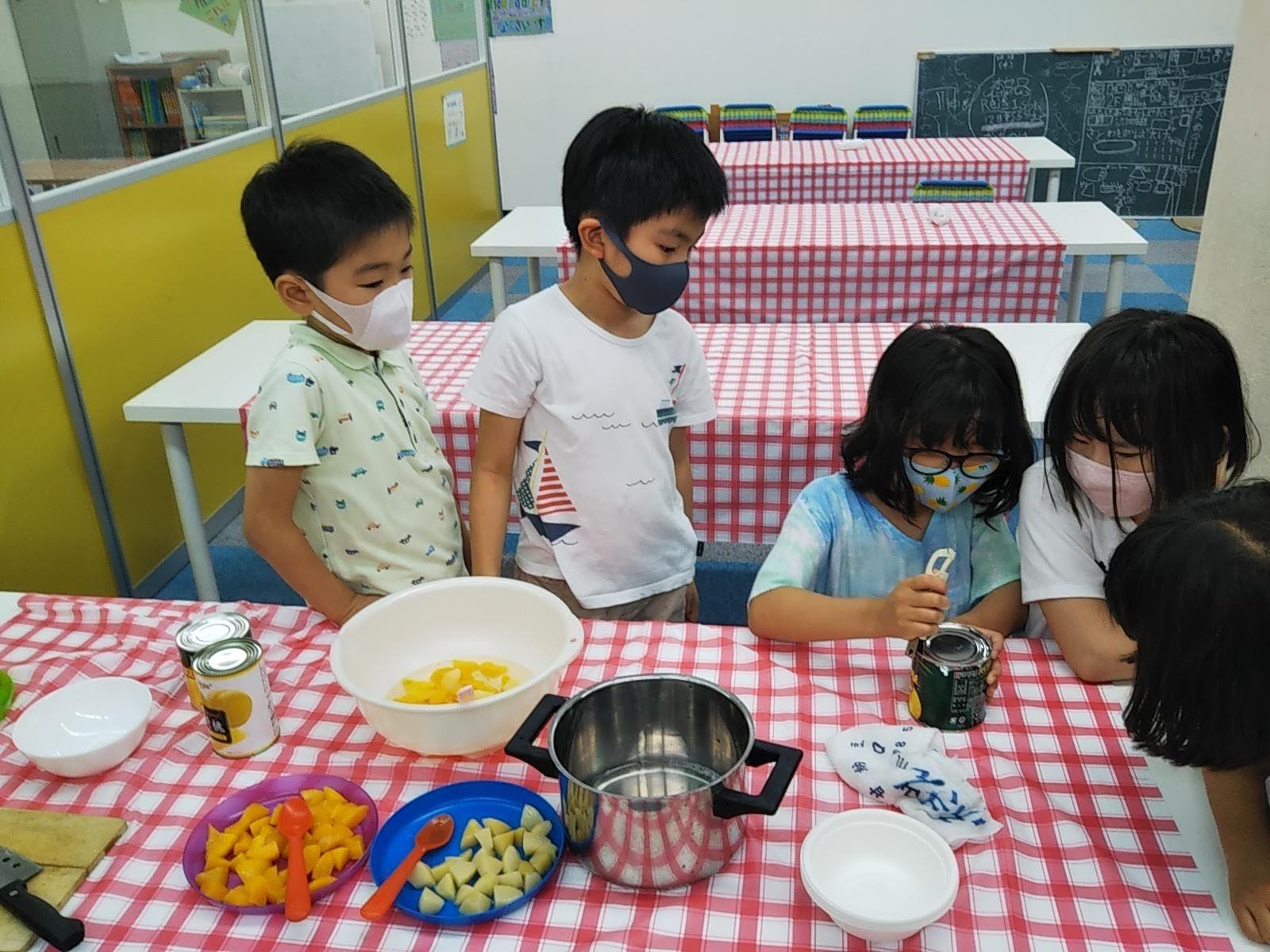 8月6日 おやつ作り / Making Fruit Punch _c0315908_11303059.jpg