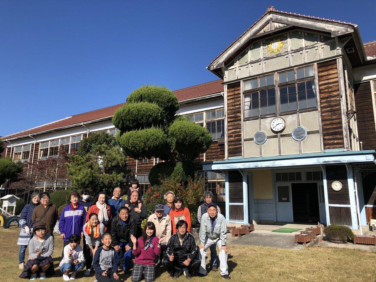 木造校舎の二階から紙ひこうきを飛ばそう!_b0177130_22103138.jpg