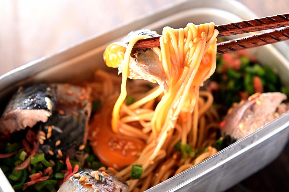 メシ通『魚介を使った簡単レシピ 』☆ メスティンでサバ缶油そば!_d0069838_08435938.jpg