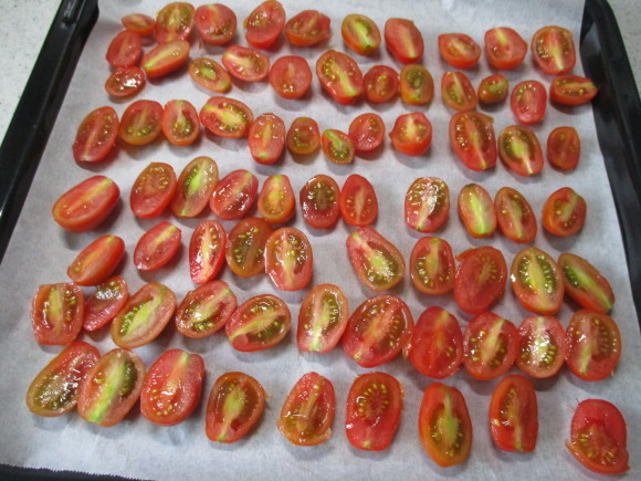 ポタジェのミニトマトでセミドライトマト&戴いた大粒のブルーベリー_a0279743_16435617.jpg