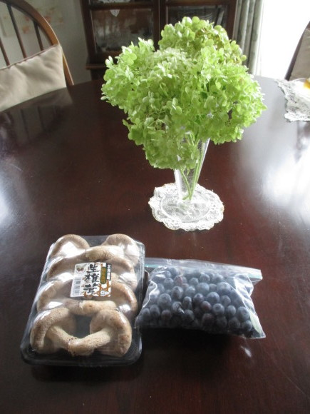 ポタジェのミニトマトでセミドライトマト&戴いた大粒のブルーベリー_a0279743_16551989.jpg