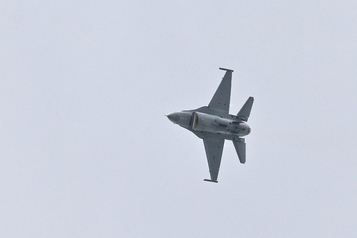 思い出シリーズその⑮・・・F-16(ファイティング・ファルコン)_e0071967_1411043.jpg