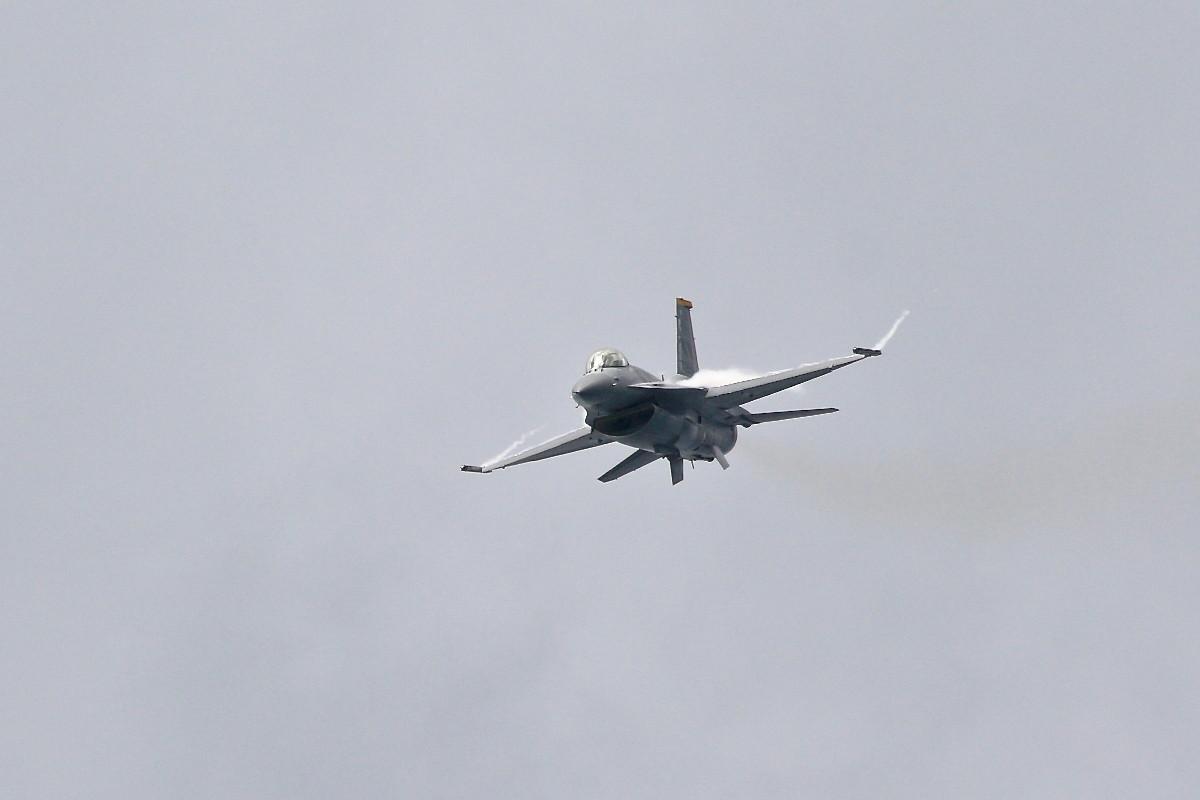 思い出シリーズその⑮・・・F-16(ファイティング・ファルコン)_e0071967_1411351.jpg