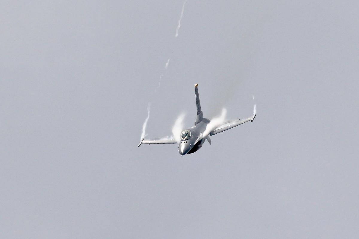 思い出シリーズその⑮・・・F-16(ファイティング・ファルコン)_e0071967_141188.jpg