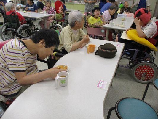 8/9 日曜喫茶_a0154110_08490649.jpg