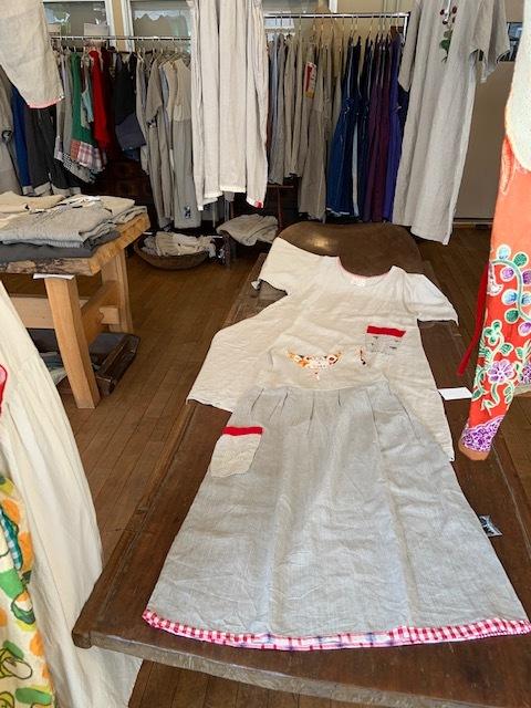 早川ユミ  ずっと作り続けてきた19の生活服展 〇カシュクールとタブリエとさらさらワンピースとみつばちブラウス展〇 開催中_b0237038_15103935.jpg