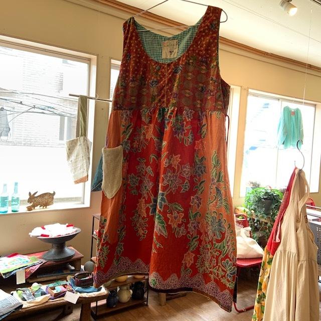 早川ユミ  ずっと作り続けてきた19の生活服展 〇カシュクールとタブリエとさらさらワンピースとみつばちブラウス展〇 開催中_b0237038_15104246.jpg