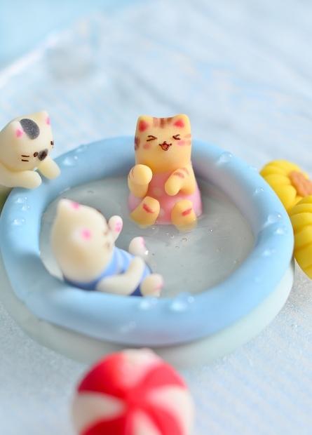 世界猫の日2020 おうちプールではしゃぐ猫練り切り_d0025294_18212823.jpg