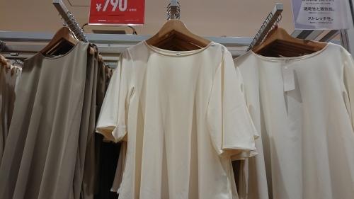 今夏、完売のユニクロTシャツ 人気の秘密_d0390236_17474171.jpg