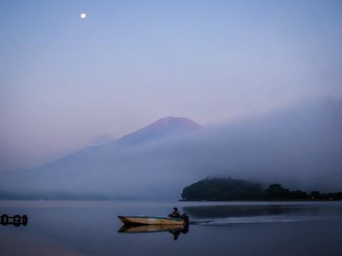 2020.8.6霧の山中湖と富士山(平野浜)_e0321032_08335435.jpg