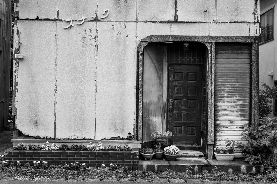 door and flower_e0338273_21581686.jpg