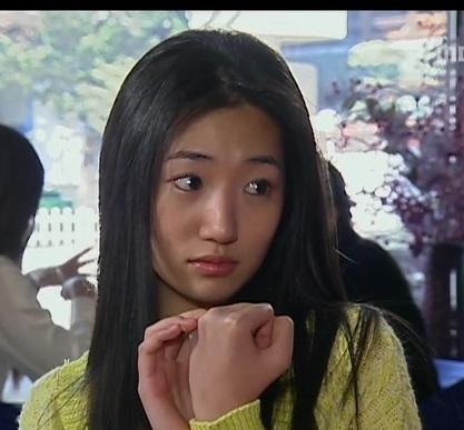 ショートヘアの似合いすぎる女優 コ・ジュニ (ファッショニスタ)メイクが可愛い!バーニングサン事件でとばっちり_f0158064_01241168.jpg