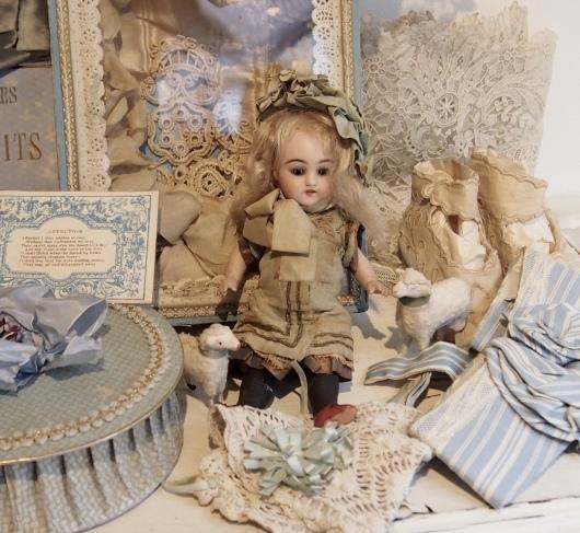パリの蚤の市から大阪へ*可愛らしい小さなビスクドール_c0094013_19295040.jpeg