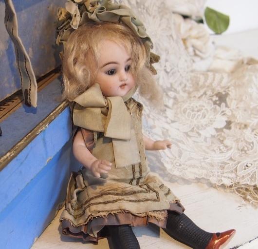 パリの蚤の市から大阪へ*可愛らしい小さなビスクドール_c0094013_19321826.jpeg