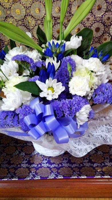 ■【お盆の入りでお供え御膳と 娘夫婦から届きましたお花のご紹介です♪】_b0033423_12292362.jpg