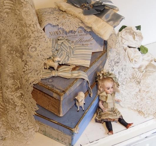 パリの蚤の市から大阪へ*素敵なブルー色の靴箱_c0094013_18043322.jpeg