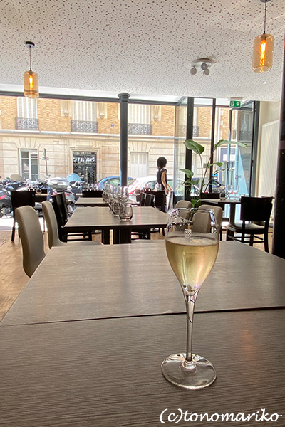 パリに帰ってきた半日後、レストランで働くことに?!_c0024345_16182274.jpg