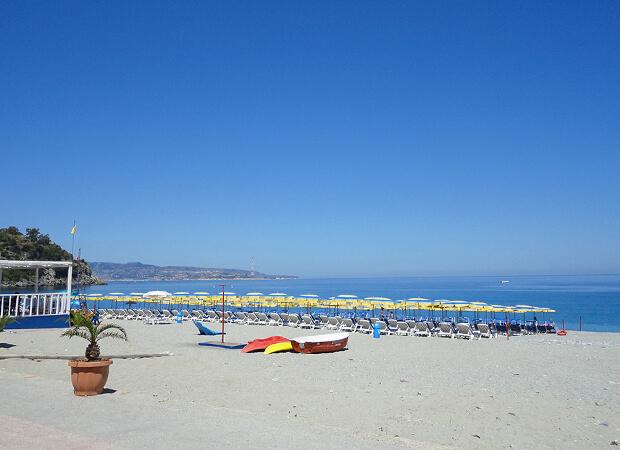 シッラ 事件!!もあったけど、それはそれは美しいビーチでした_f0205783_21574383.jpg