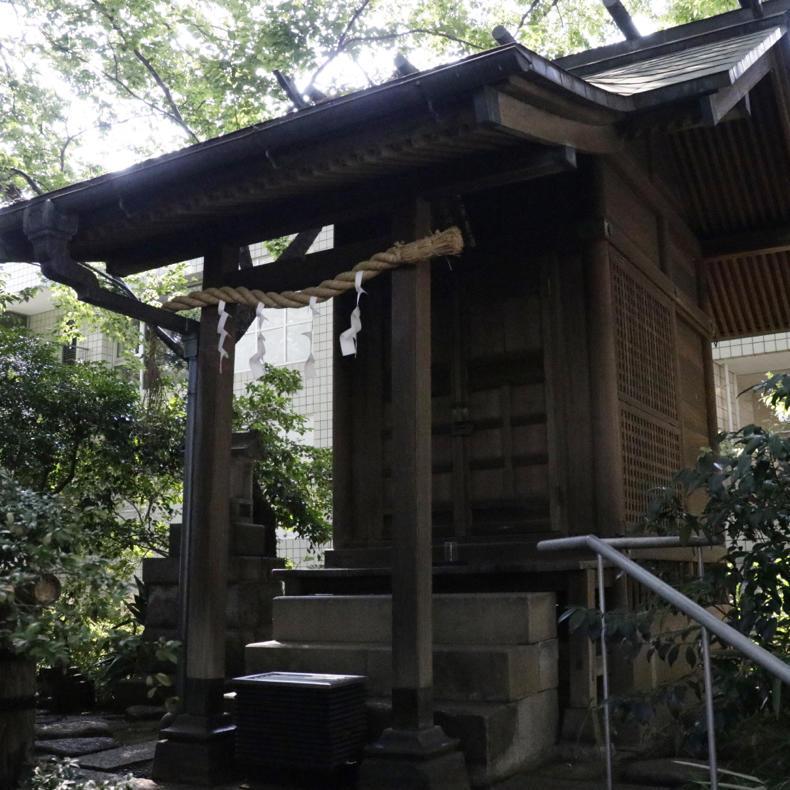 代官山にある登れる古墳「猿楽塚」_c0060143_04531398.jpg