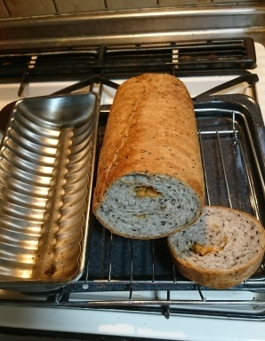 20年ぶりに焼いたラウンド型のパン_b0207284_19172485.jpg