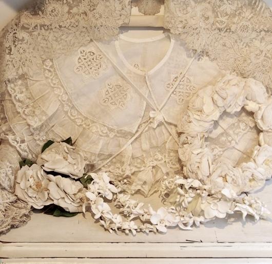 パリの蚤の市から大阪へ*レースの襟と白いお花のカチューシャ_c0094013_19081988.jpeg