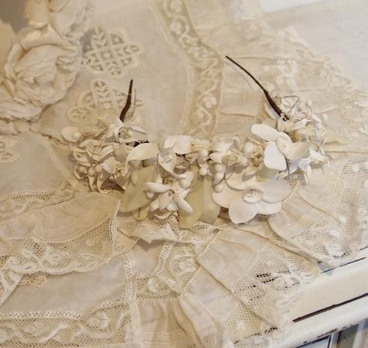 パリの蚤の市から大阪へ*レースの襟と白いお花のカチューシャ_c0094013_19083814.jpeg