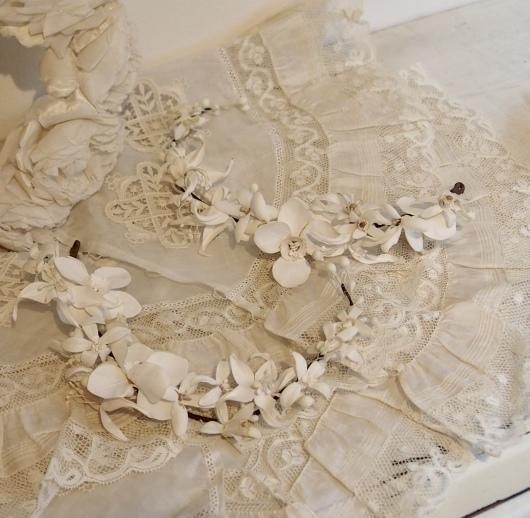 パリの蚤の市から大阪へ*レースの襟と白いお花のカチューシャ_c0094013_19085483.jpeg